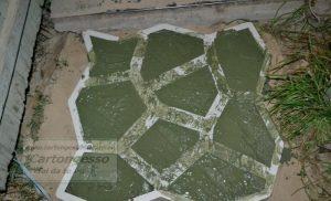 lavorare il cemento mattonella giardino