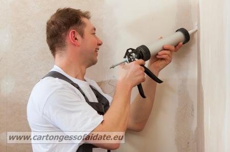 come-costruire-una-parete-in-cartongesso- siliconare