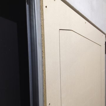 Dettaglio blocco porta inclinato
