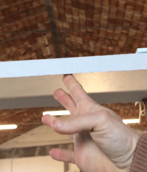 01 cartongesso soffitto con cerniere e pistone