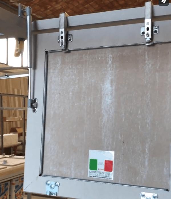 2 cartongesso soffitto con cerniere e pistone