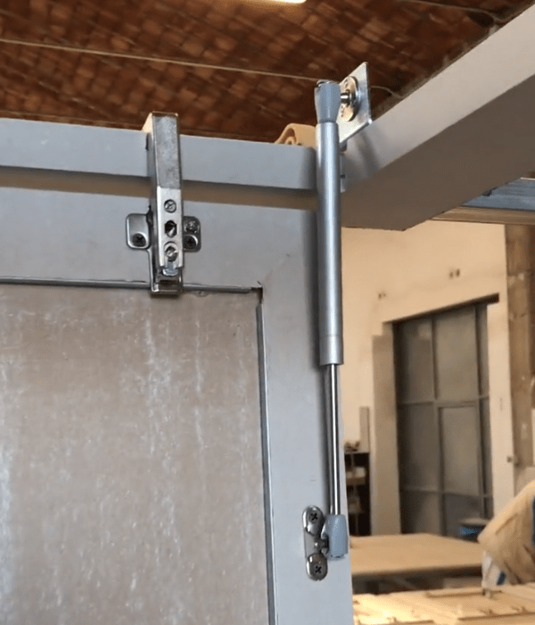 5  cartongesso soffitto con cerniere e pistone