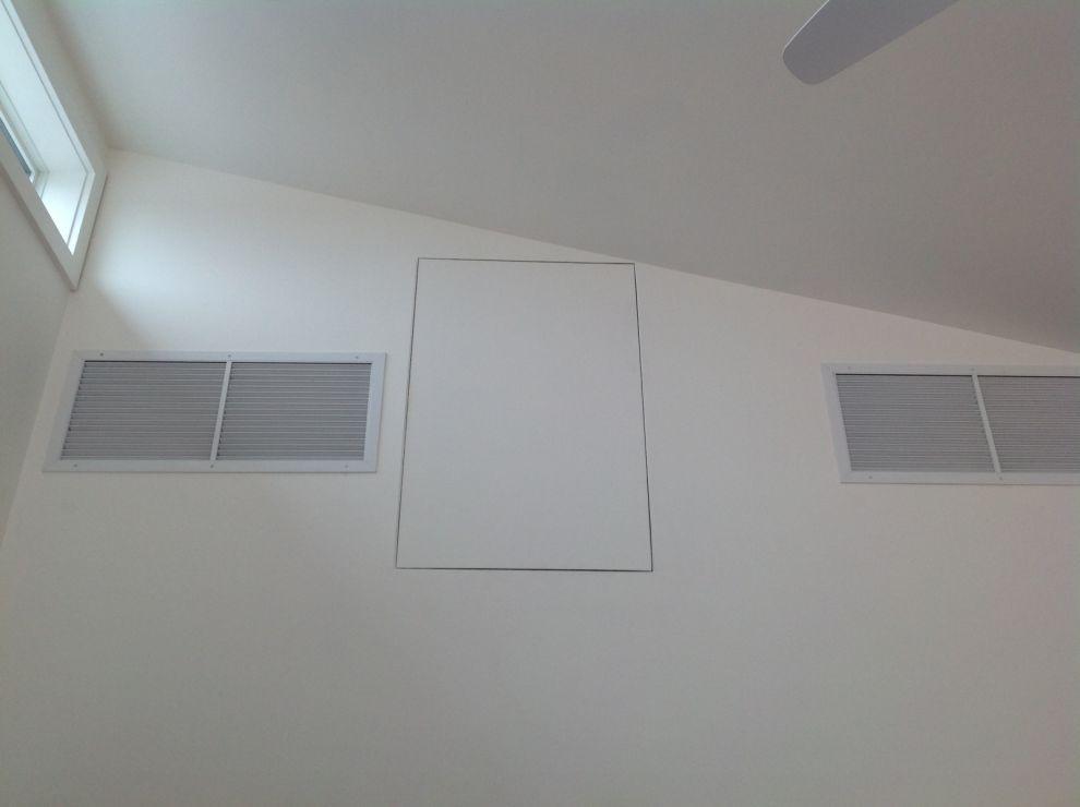 botola a muro su parete con anta fissa